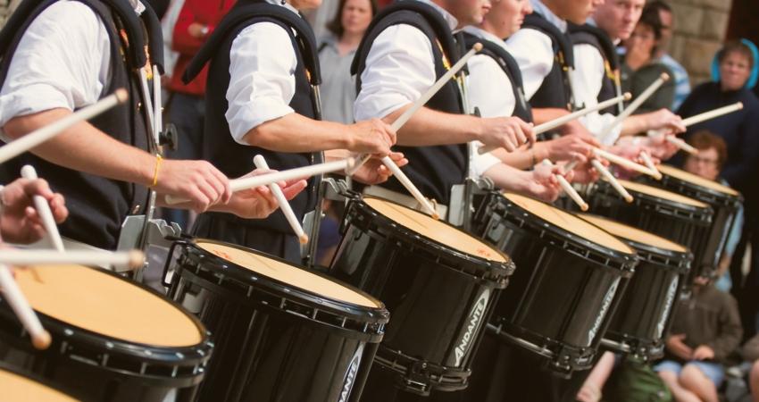 Ligne de tambours (caisses claires) d'un bagad breton
