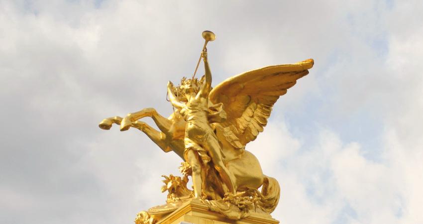 Sculpture du pont Alexandre III (Paris) - Pégase tenu par la renomée de la guerre